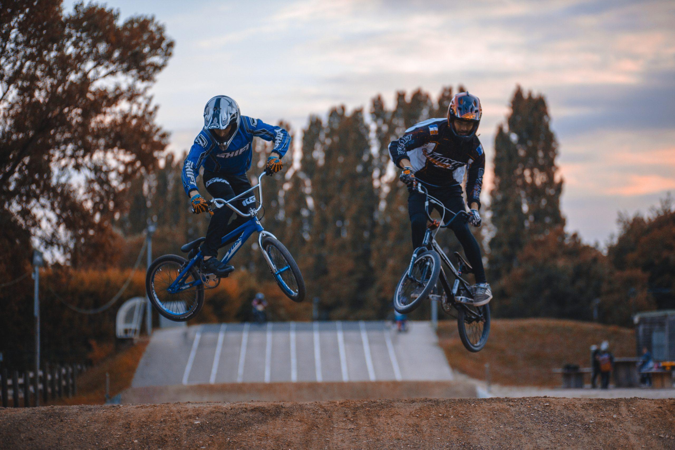 ciclistas en bmx