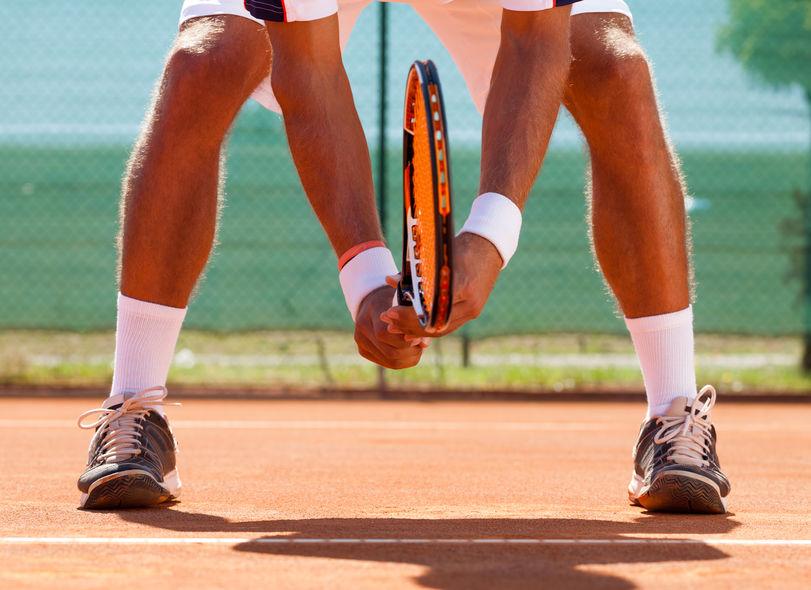 jugando tennis