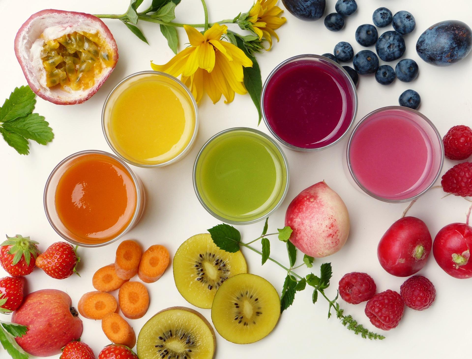 Imagen de muchos alimentos que ayudan a la limpieza del colon