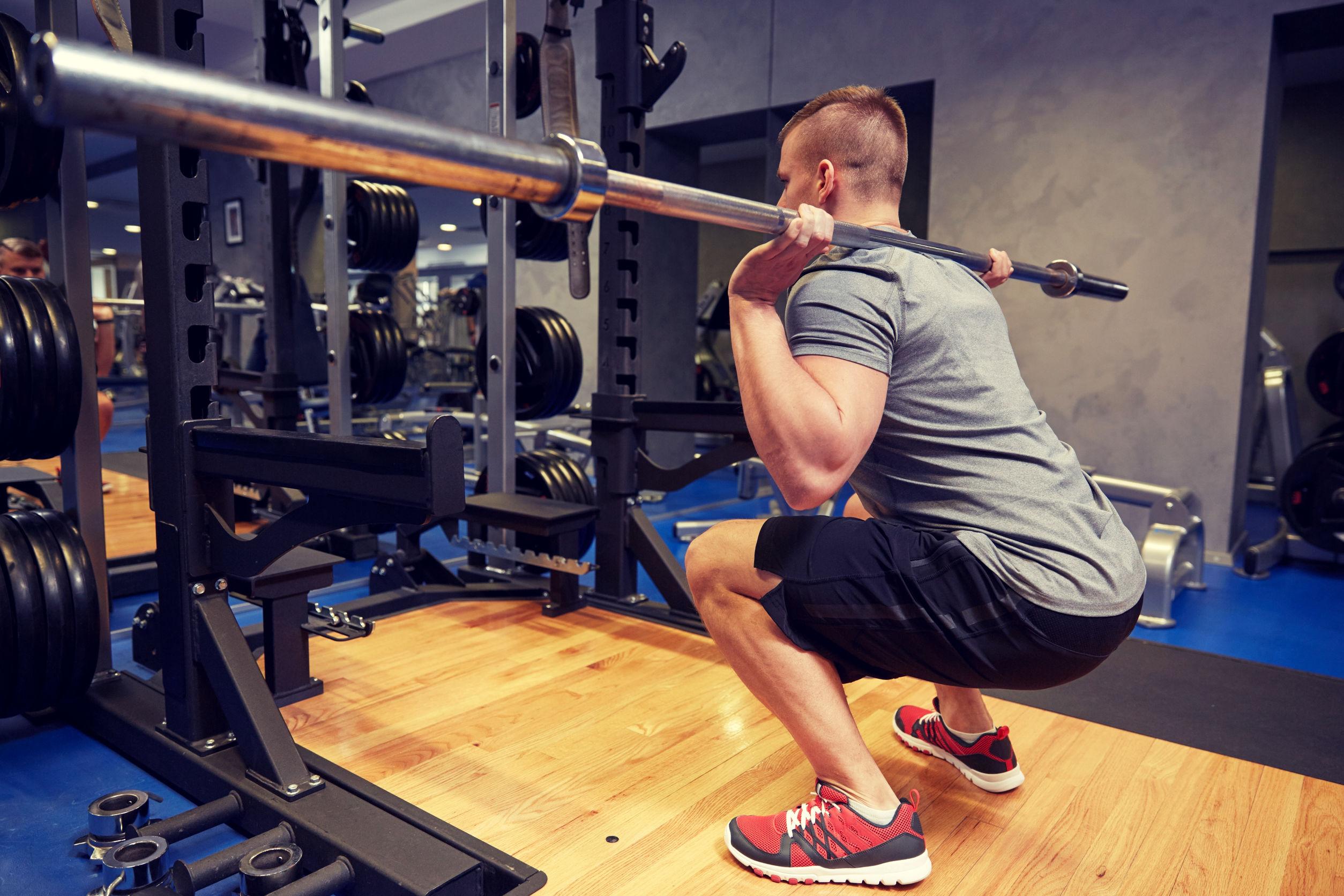 chico con squat