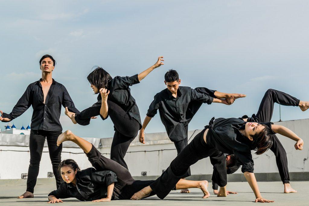 Grupo aplicando flexibilidad